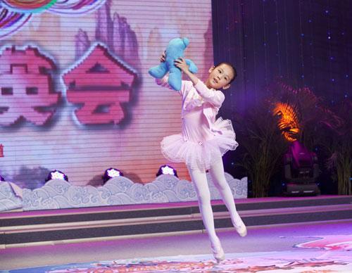 李姿�T才艺表演--芭蕾舞《我爱娃娃》