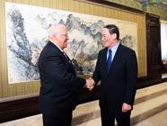 Ван Цишань провел встречу с заместителем председателя совета министров Кубы Р. Кабрисасом