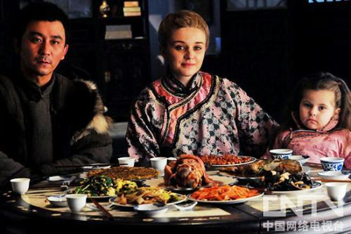 """赵毅喜感""""全家福""""外国俏媳妇洋娃娃女儿"""
