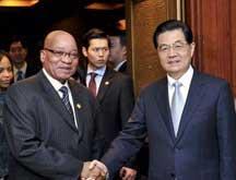 Le président chinois et son homologue sud-africain discutent de la coopération bilatérale