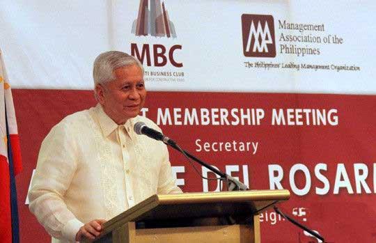 菲律宾外长洛钦盛赞中菲关系和中国发展