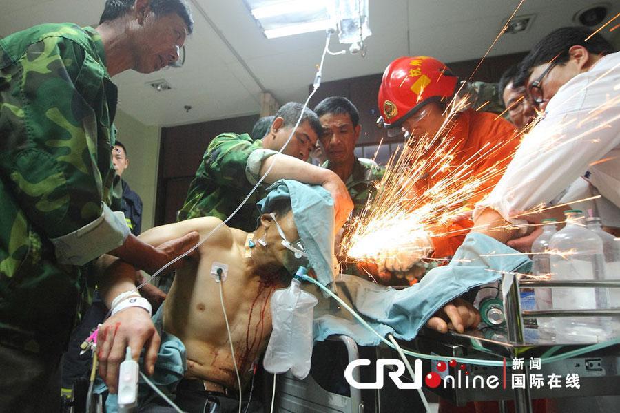 台州老乡被7根钢筋穿透胸部 身体高位截瘫高