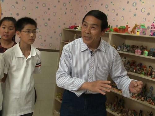 刘勉宗老师表演《东郭先生》的故事