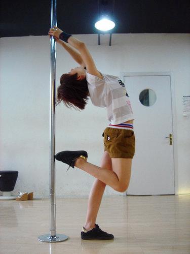 洪辰排练钢管舞