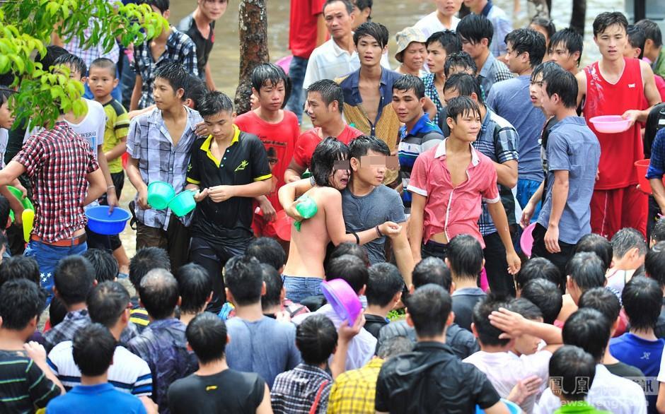 海南嬉水节 数十名女性被扒衣袭胸性骚扰高清