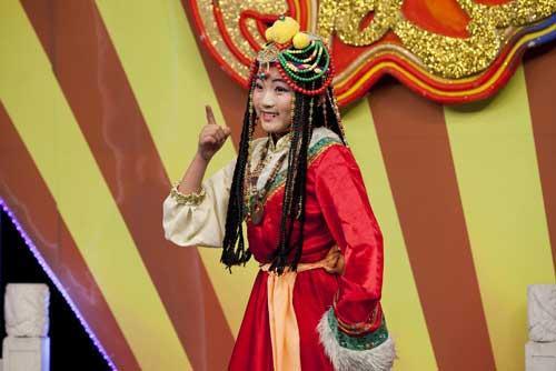 """来自滦南的小同学杨蕾表演评剧《金沙江畔》选段""""有一个国王的儿子叫戈登"""""""