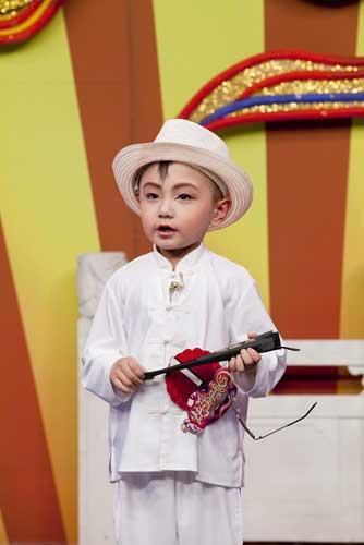 4岁的小朋友顾增炫表演评剧《红色联络站》选段