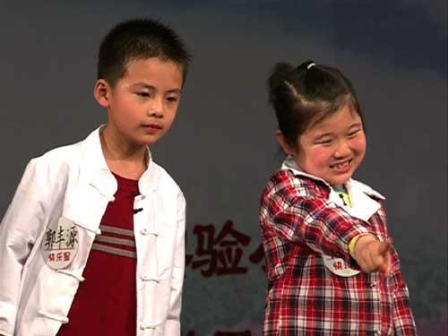 菏泽市实验小学的李佳宸、郭丰源表演豫剧《朝阳沟》选段