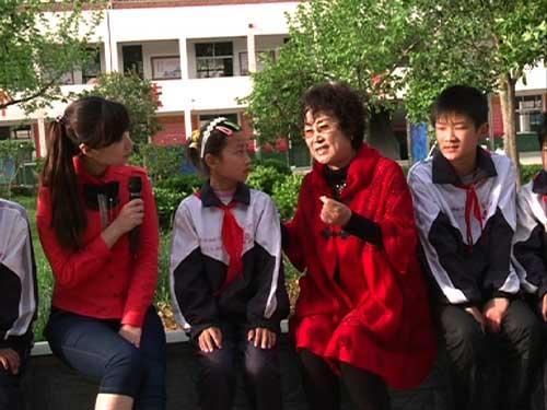 嘉宾朱桂芹老师为菏泽市单县希望学校的同学们讲解四大声腔的知识
