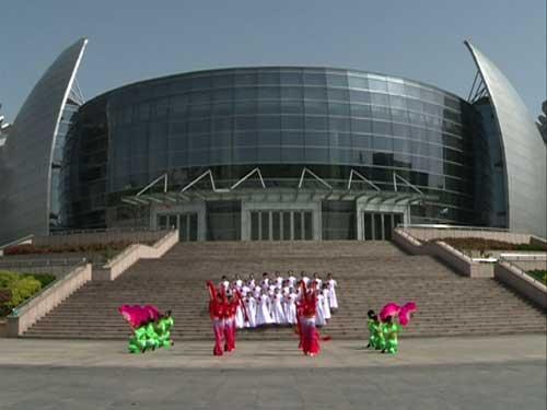 菏泽市成武县实验中学的同学表演四平调《祖国你好》