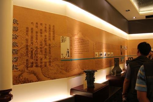 参观琅琊台酒文化展示馆