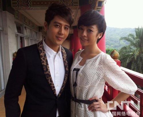 胡宇威与小师妹出席电视节