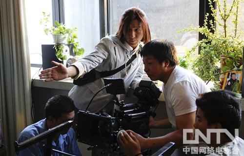 陈羽凡指导《敢想敢为》拍摄