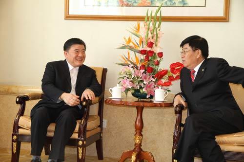 卫生部部长陈竺(左一)与徐镜人