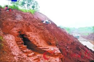 二广高速连州段发现大批古墓