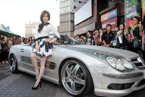 环球音乐钻石級珍爱王心凌签唱会搭乘1800万镶钻名车