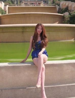 王永珀女友私照曝光 嫩肤长腿白富美图