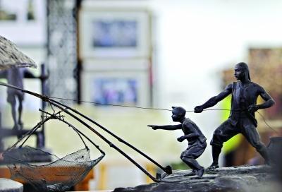 跟捕鱼有关的雕塑