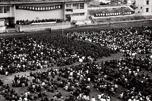 Workers in capital construction attend a mobilization meeting in Shenzhen in 1982.