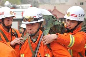 Soldados se unen a tareas de rescate en prefectura china de Yushu