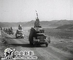 解放军冒着风沙向新疆进军