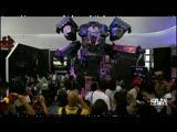 CJ现场逆战展台与巨型机甲合影活动