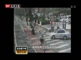 [法治进行时]男子街头追逐 民警路口围堵