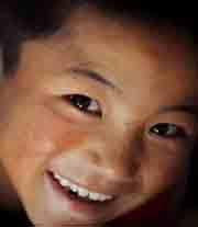 走遍中国《丽江孤儿》