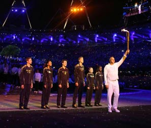 七少年齐力点燃主火炬<br>2012伦敦奥运会