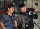 编导李超摄像王战胜在驻港部队拍摄