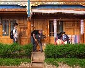 织花腰带是泸沽湖摩梭姑娘的必备功课