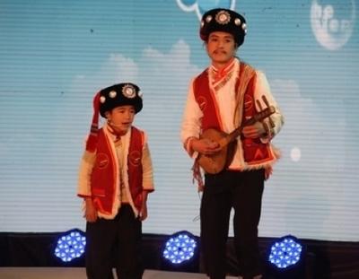 傈僳族小选手阿迪<br>表现原声态歌曲