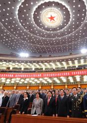 <center><font style=font-size:12px>● 高唱中华人民共和国国歌</font></center><br><br>