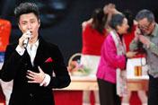 流行歌手陈坤如何演绎<br>《好久没回家》