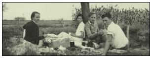 <b><center>山西行 1934</center></b><br>在今天费正清故居,保留着一本手工制作的照片册,封面是1934 山西 夏日。 手工操作打印机排版:豪华版。纯手工制作,文字由费慰梅撰写,照片的拍摄者是梁思成和费正清。