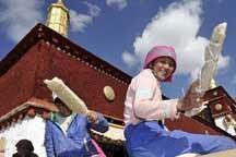 Ancient Tibetan temples get makeover