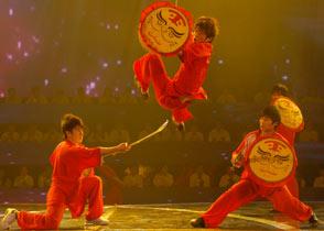 """第12期:扬州猛虎队<br>  扬州猛虎队以一身""""功夫""""开场,7个年纪轻轻的小伙子十八般武器样样精通。<br><br>"""