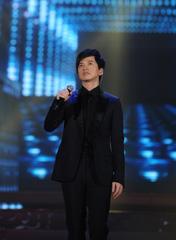 李健 演唱歌曲《依然在路上》
