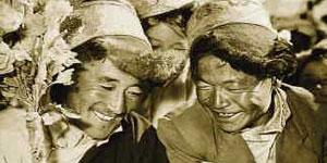 Il y a 50 ans, les serfs du Tibet étaient asservis par leurs propriétaires. Ils n´avaient pas la moindre liberté. Dans l´ensemble, c´était le régime de théocratie qui règnait au Tibet...