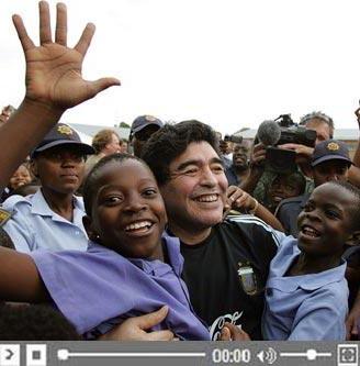 Maradona arrive en Afrique du sud