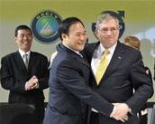 吉利与福特领导拥抱