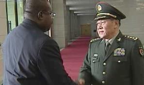 梁光烈与安哥拉国防部长会谈