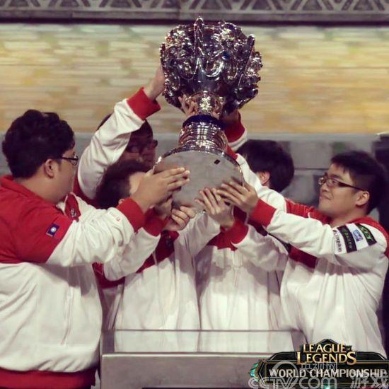 华人战队获英雄联盟S2总冠军豪取百万美金奖金