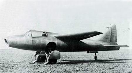 世界首架喷气飞机试飞成功