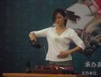 日本姑娘表演中国茶艺
