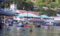 2009年9月30日凌晨:南太平洋岛国萨摩亚和美属萨摩亚群岛附近海域发生强烈地震并引发海啸,造成至少113人死亡,多座沿海村庄和度假胜地被毁。