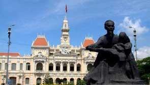 胡志明在越南人心中地位比较高