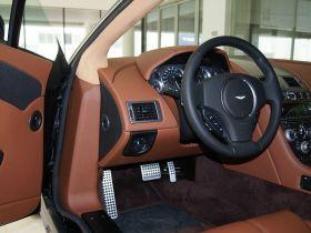 阿斯顿·马丁-V8 Vantage车厢内饰图片