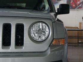 Jeep吉普-自由客车身外观图片