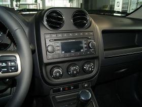 Jeep吉普-自由客中控方向盘图片